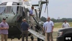 "Presidente Barack Obama desciende del helicóptero ""Marine One"""