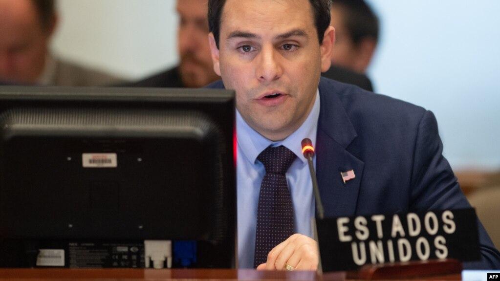 Carlos Trujillo, embajador de EEUU ante la OEA, interviene durante la sesión del Consejo Permanente sobre Venezuela.