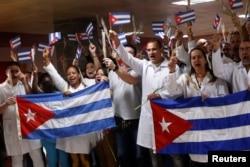 Médicos cubanos llegan a La Habana procedentes de Bolivia.