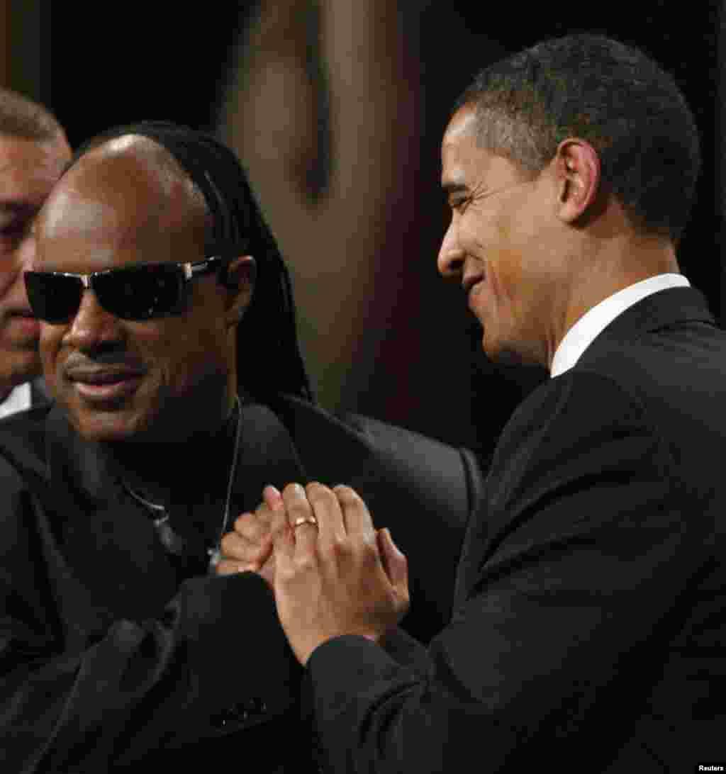 Stevie Wonder se presentará en una de las tres fiestas oficiales planificadas para el inicio del segundo mandato de Obama en la presidencia.