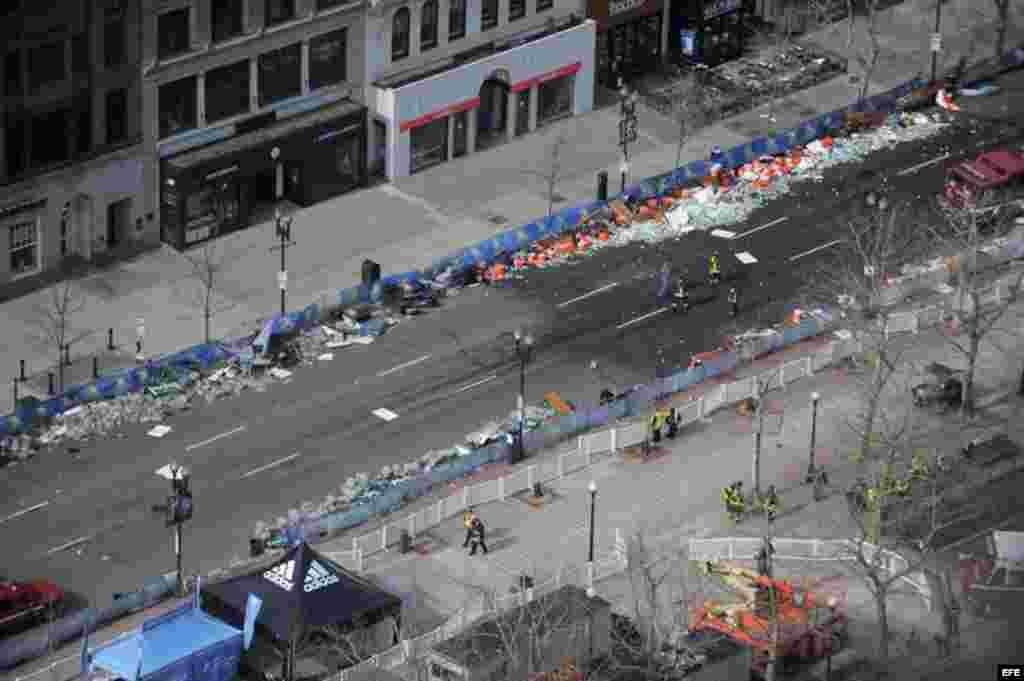 Vista general del lugar donde se registraran dos explosiones cerca a la línea de meta de la 117 Maratón de Boston, Massachusetts.