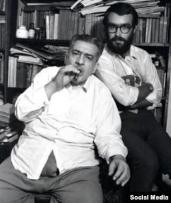 El escritor José Lezama Lima (primer plano) y el fotógrafo Iván Cañas, en una imagen de 1969.