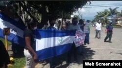 Nicaragüenses realizan vigilia ante la sede de la OEA en Costa Rica. (Captura de imagen/Radio Corporación)