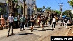 Artistas en La Habana frente al MInisterio de Cultura Foto de Reynier Leyva
