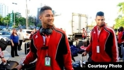 La de Yulieski Gourriel y su hermano Lourdes Jr. ha sido una de las deserciones más sonadas del béisbol cubano en el último año.