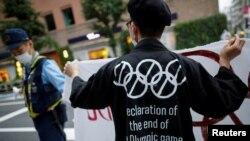 Un manifestante contra la celebración de Juegos Olímpicos en Tokio. REUTERS/Issei Kato