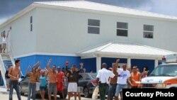 Migrantes cubanos protestan en Islas Caimán.