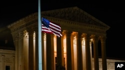 Bandera a media asta en la Corte Suprema por la muerte de la jueza Ginsburg