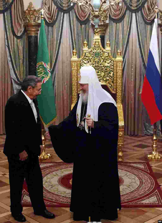 En el 2009 el Patriarca de la Iglesia Ortodoxa Rusa recibió a Castro en la Catedral de Cristo Salvador en Moscú, Rusia.
