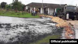 Vista del derrame de petróleo en la zona cercana a Limonar, Matanzas.