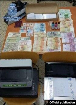 Los documentos de la red de falsificadores.