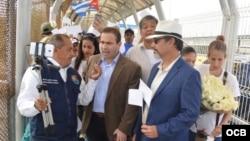 El aspirante republicano al Congreso de EEUU, Frank Polo, durante la marcha de los migrantes cubanos en Reynosa.
