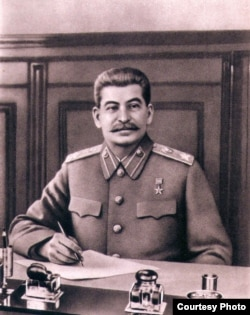 Iosef V. Stalin