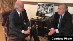 Antonio Ledezma y Luis Amagro durante el encuentro en la OEA. (Foto: Twitter de @alcaldeledezma)