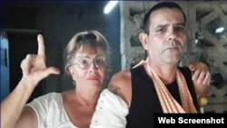 Yolanda Carmenate junto a su hijo Cristian Pérez Carmenate. (Foto Archivo: CubaNet)