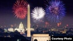 Espectáculo de fuegos artificiales por el 4 de julio en Washington DC