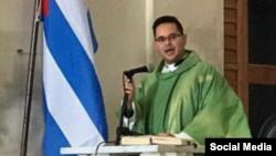 El sacerdote cubano Fernando Gálvez. Tomado de Facebook