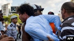 La policía arrestó a Boris González Arenas, periodista independiente y activista de la sociedad civil.