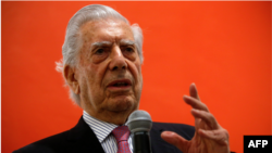 Mario Vargas Llosa, Premio Nobel de Literatura, durante una conferencia