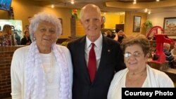 El senador Rick Scott con María Elena Alpízar (izq.) y Blanca Reyes. (Foto tomada del Twitter de las @damasdeblanco)