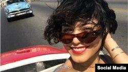 Vanessa Hudgens se pasea por La Habana en un almendrón. (Instagram)