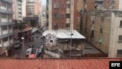 Detalle de un impacto de bala hoy, viernes 14 de febrero de 2014, en el organismo gubernamental Fundacaracas, elcual recibió varios impactos durante el pasado miércoles en Caracas (Venezuela).