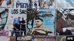 """Vista de un disco compacto del cantante cubano Osmani García, quien popularizó la canción """"El chupi chupi"""", un popular reguetón cubano."""
