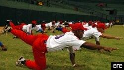 Peloteros cubanos, integrantes de la preselección que se prepara para competir en marzo en el Clásico Mundial de béisbol.