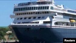 El MS Braemar anclado en La Romana. (Video/Reuters)