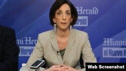 Roberta Jacobson en su charla mantenida en el diario El Nuevo Herald.