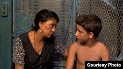 """La maestra Carmela y su alumno Chalas en """"Conducta"""", de Ernesto Daranas."""