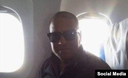 El opositor Daniel Llorente denunció que fue obligado por las autoridades cubanas a bandonar el país y embarcarse en un avión a Guyana. (Twitter).