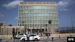 Edificio de la Sección de Intereses de Estados Unidos en La Habana.