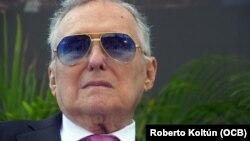 Maurice Ferré, primer Alcalde Hispano de la Ciudad de Miami (1973-1985), recibe el homenaje de la ciudad junto familiares y amigos.
