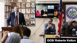 Rene Bolio, a la izquierda, durante una conferencia de prensa de Justicia Cuba.