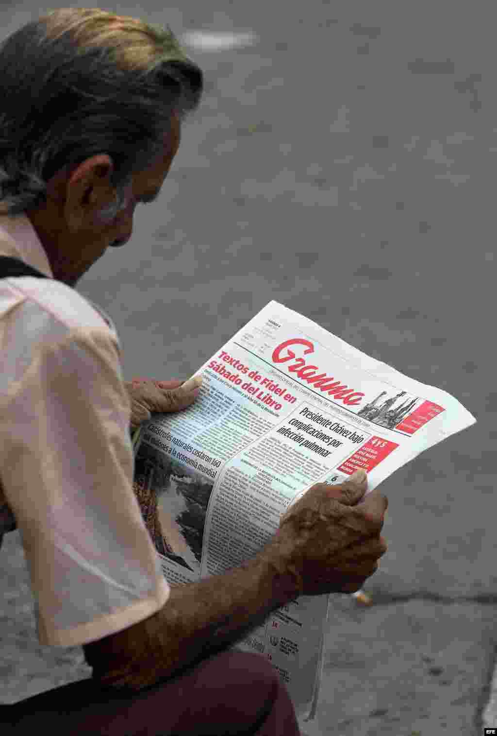 La salud de Chávez en la portada del Granma.