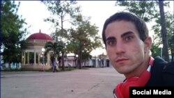 El youtuber LGBTI cubano Nelson Julio Alvarez Mairata (imagen de Instagram) no puede salir del país porque el gobierno se lo prohíbe.