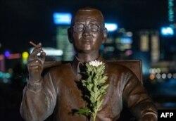 Estatua al Premio Nobel de la Paz Liu Xiaobo en Tamar Park, Hong-Kong