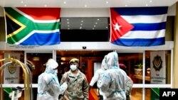 Llegada a África del Sur de los médicos cubanos.