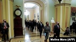 Representantes de la Cámara Baja se dirigen al Senado el 25 de enero de 2021, con la acusación formal contra el expresidente Trump. (Melina Mara / AFP).