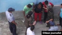 Arresto de Juliet Michelena /foto / Red Cubana de Comunicadores