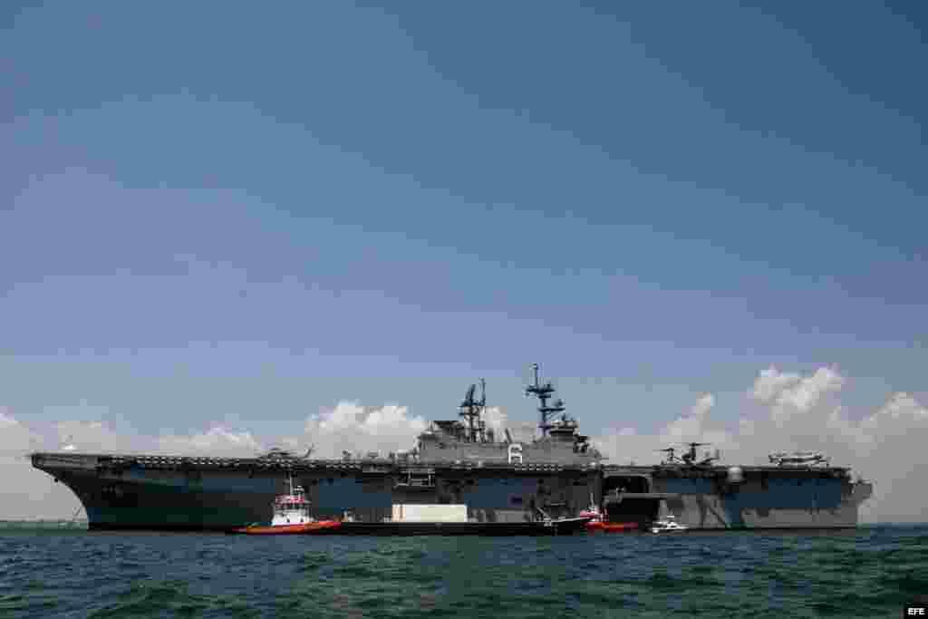 USS AMÉRICA (LHA-6), de la Armada de los Estados Unidos, frente a Cartagena (Colombia).