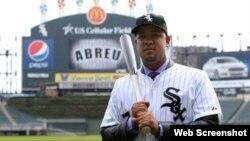 José Pito Abreu, con el uniforme de las Medias Blancas de Chicago.