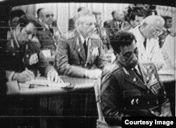 Ochoa durante el juicio televisado, dormido o drogado por la policía política del régimen.