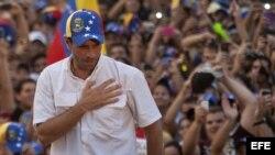Henrique Capriles habla a sus seguidores durante un acto de campaña en el Estado Carabobo-Naguanagua (Venezuela).