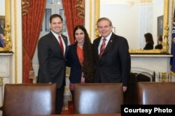 Los senadores Marco Rubio y Bob Menéndez recibieron a la bloguera Yoani Sánchez en Washington
