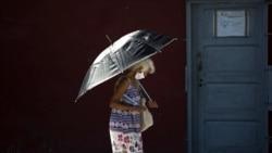 En medio de la reapertura la capital cubana enfrenta varios brotes de coronavirus. (AP/ Ismael Francisco)