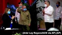 Raúl Castro, primer secretario del Partido Comunista y exgobernante de Cuba, en la sesión inaugural del VIII Congreso del PCC. (Ariel Ley Royero/ACN vía AP)