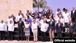 Foto de familia de la sexta Cumbre de las Américas en Cartagena 2012.