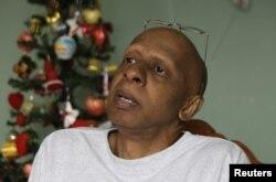 Archivo - Guillermo Farinas en su casa en Santa Clara, viajará a Miami el próximo 12 de mayo